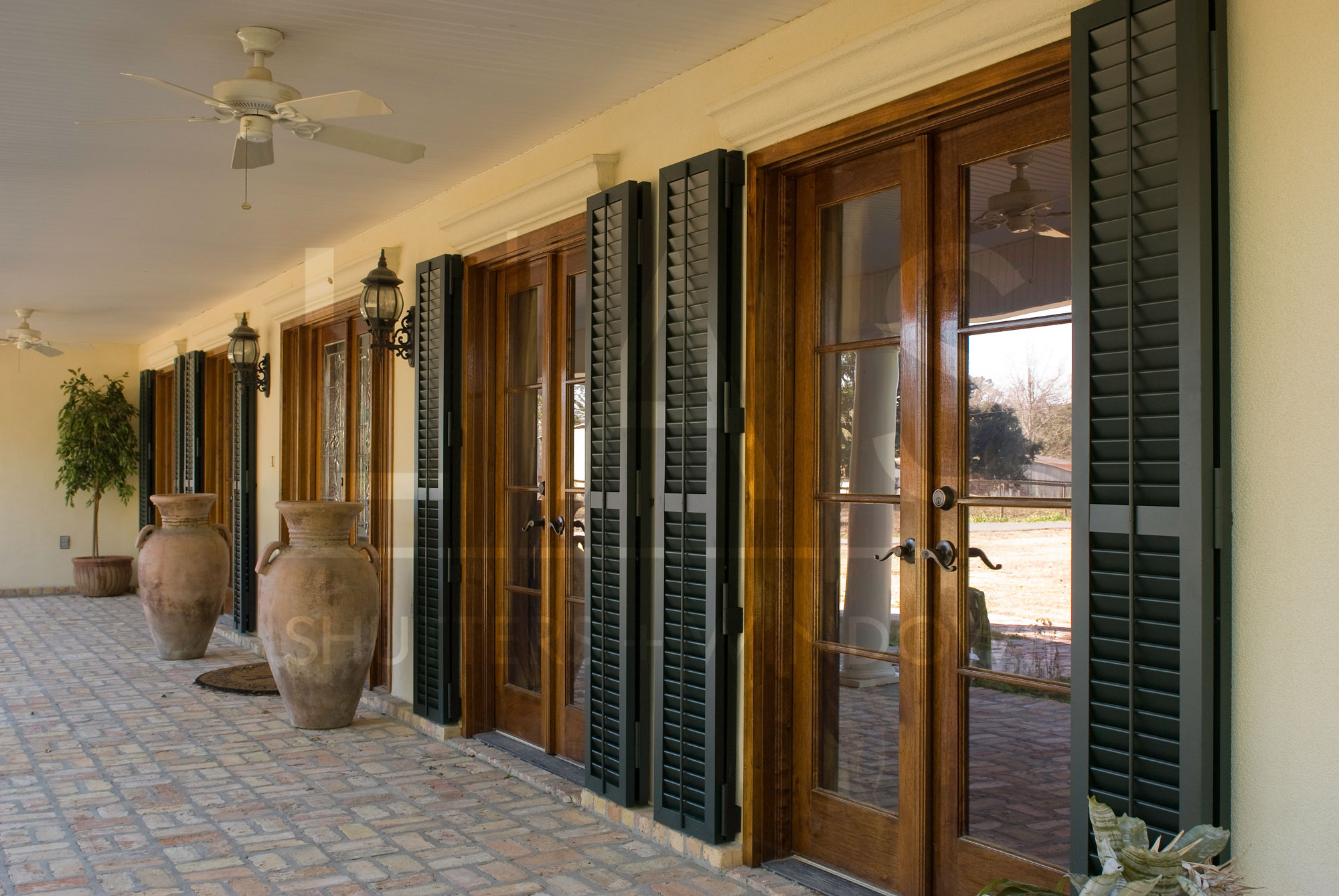 The Best Color Of Shutters For Your Home Las Shutters